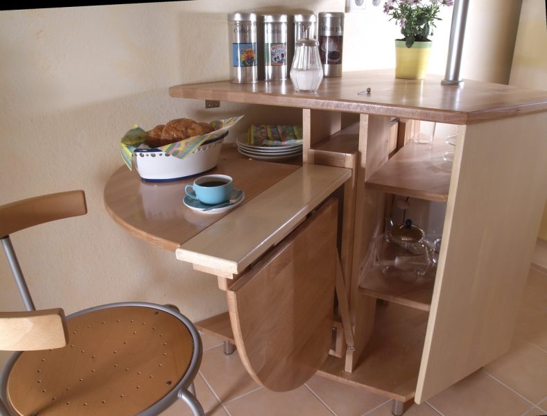 Кухня/столовая в  цветах:   Бежевый, Коричневый, Светло-серый, Темно-зеленый.  Кухня/столовая в  стиле:   Минимализм.