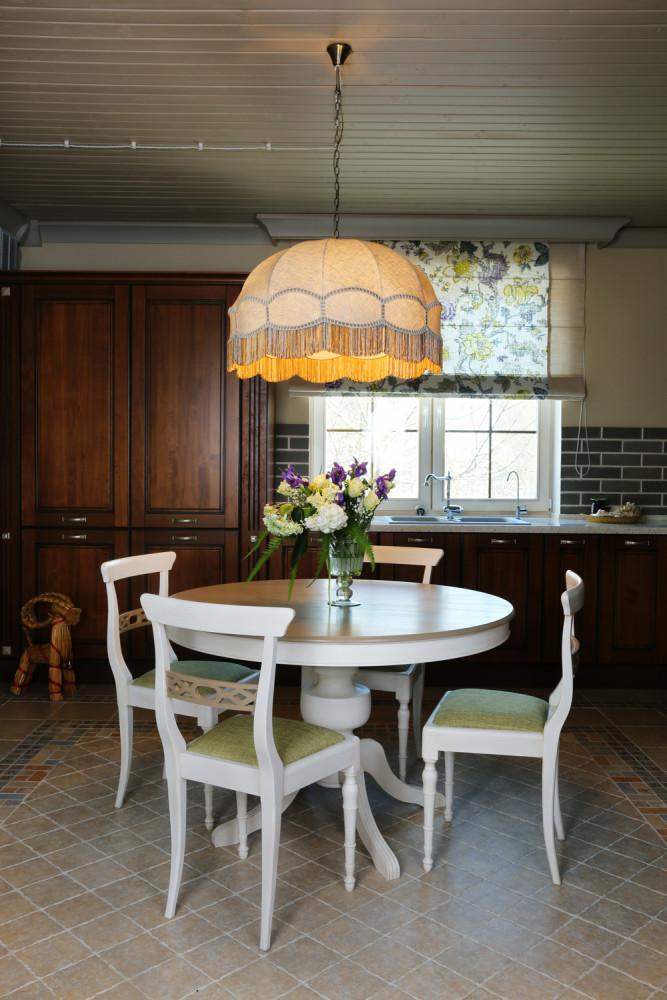 Кухня/столовая в  цветах:   Бежевый, Коричневый, Серый, Черный.  Кухня/столовая в  стиле:   Прованс.