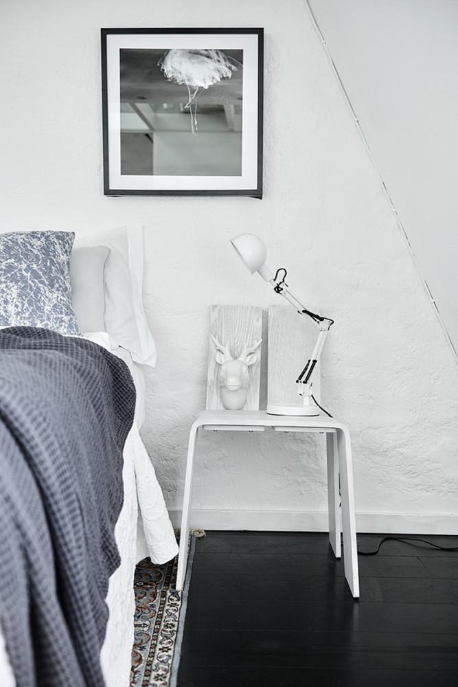 Спальня в  цветах:   Белый, Салатовый, Серый, Черный.  Спальня в  стиле:   Минимализм.