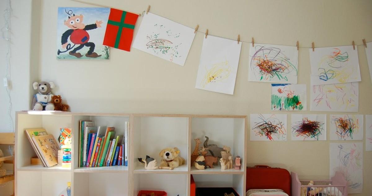 Где разместить детские поделки: 10 блестящих идей