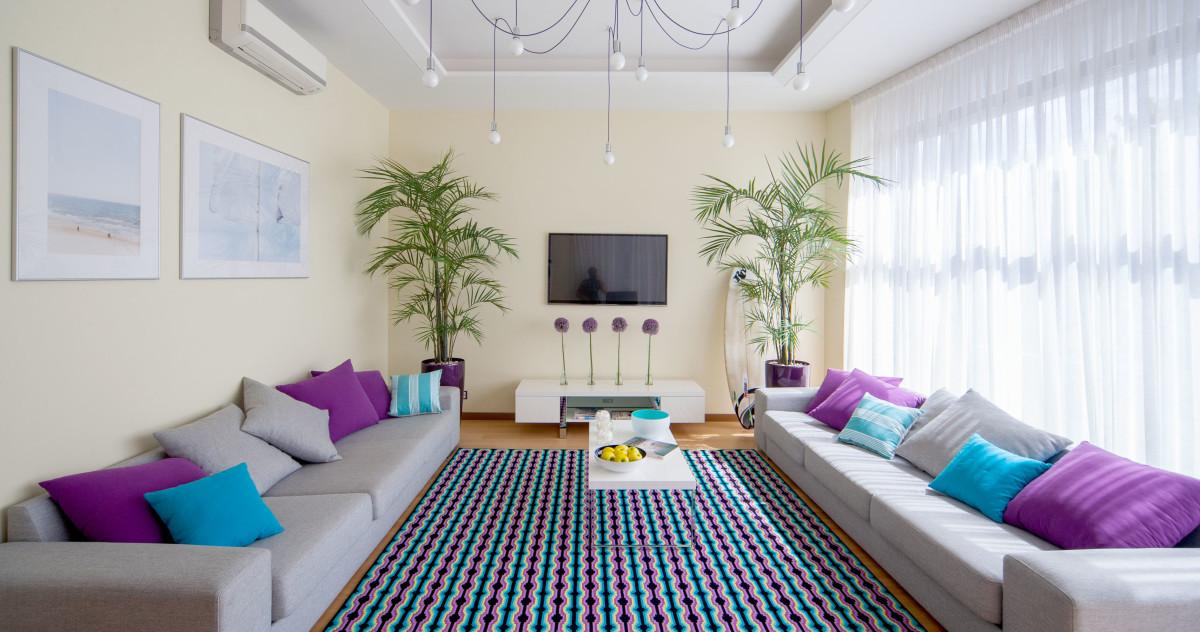 Идеальная квартира для молодой семьи: яркие акценты и панорамные окна