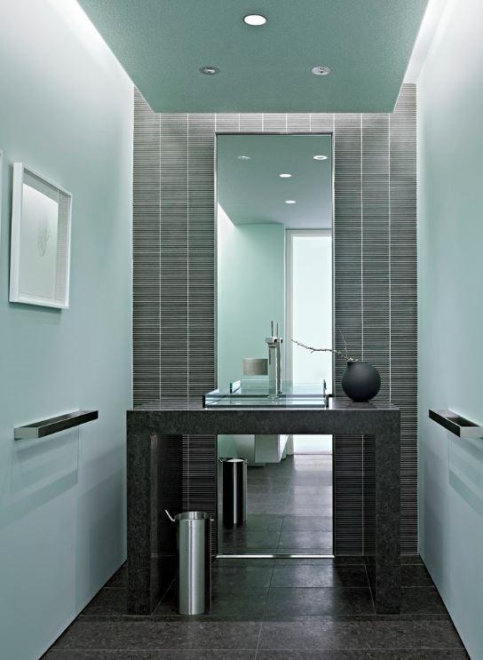 Ванная в  цветах:   Бирюзовый, Светло-серый, Серый, Синий.  Ванная в  стиле:   Минимализм.
