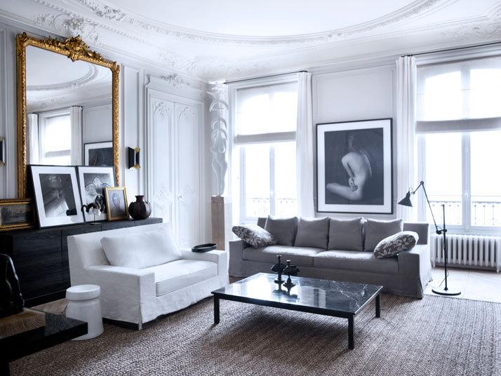 Гостиная в  цветах:   Белый, Голубой, Серый, Черный.  Гостиная в  стиле:   Эклектика.