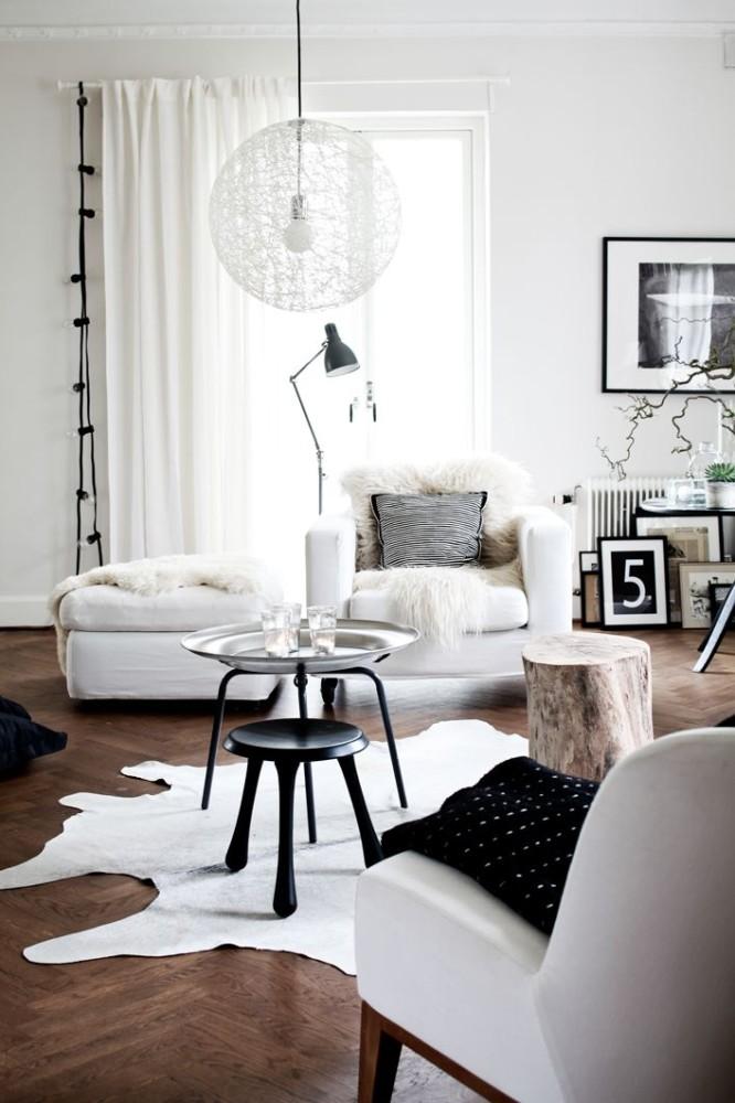 Гостиная в  цветах:   Белый, Коричневый, Серый, Черный.  Гостиная в  стиле:   Эклектика.