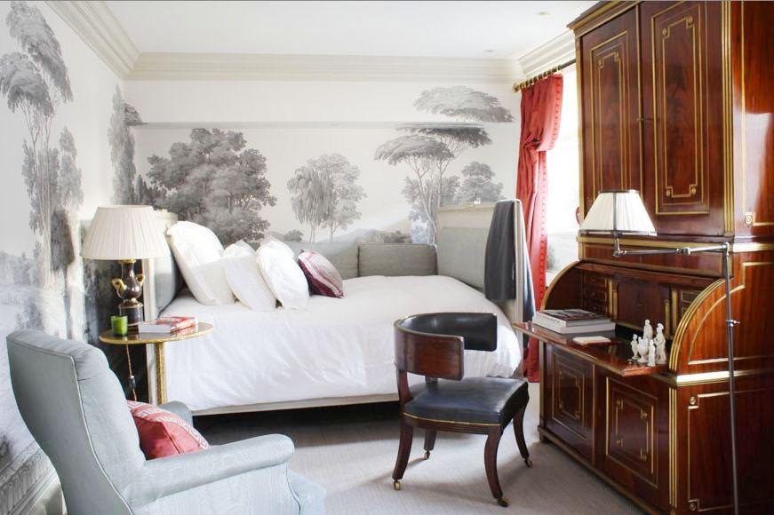 Спальня в  цветах:   Белый, Светло-серый, Темно-зеленый, Темно-коричневый.  Спальня в  стиле:   Неоклассика.