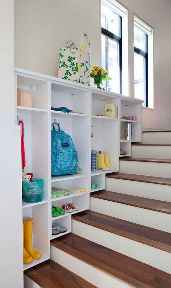Лестница в цветах: белый, бежевый. Лестница в .