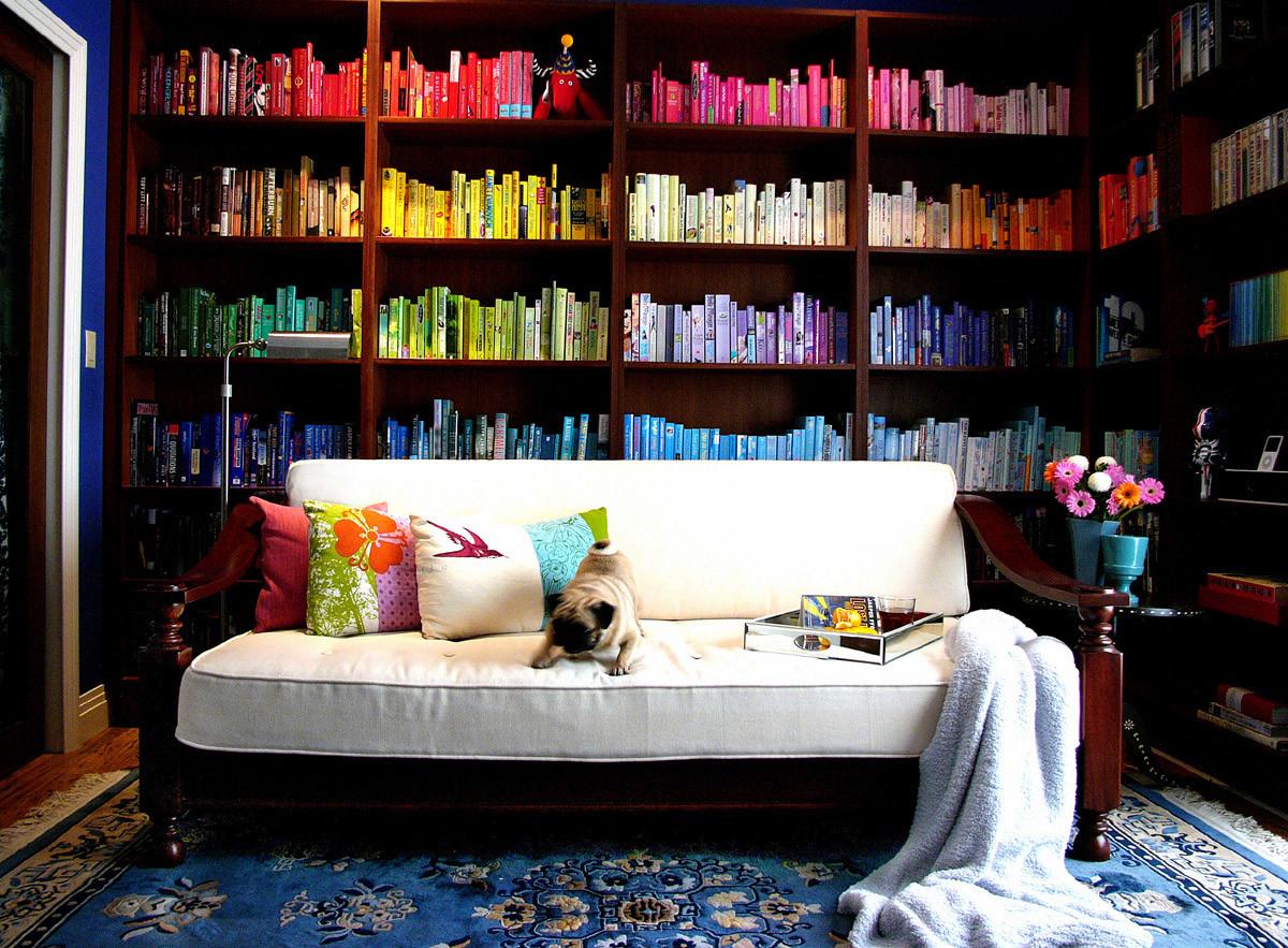 Гостиная, холл в цветах: белый, темно-коричневый. Гостиная, холл в стилях: минимализм.