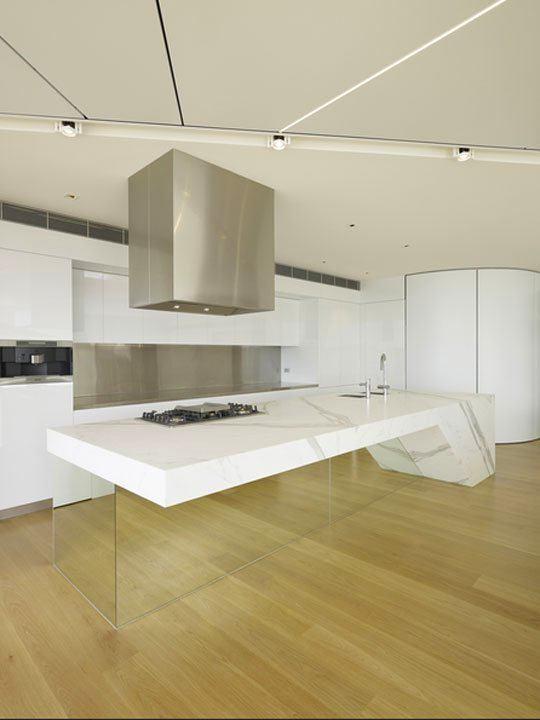 Кухня в цветах: серый, светло-серый, белый, бежевый. Кухня в стиле хай-тек.