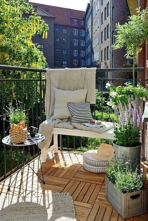 Балкон, веранда, патио в цветах: черный, серый, светло-серый, темно-зеленый. Балкон, веранда, патио в стиле скандинавский стиль.