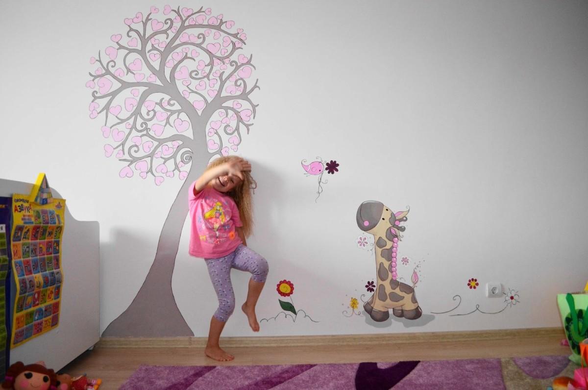 Детская в цветах: серый, белый, розовый, коричневый, бежевый. Детская в .