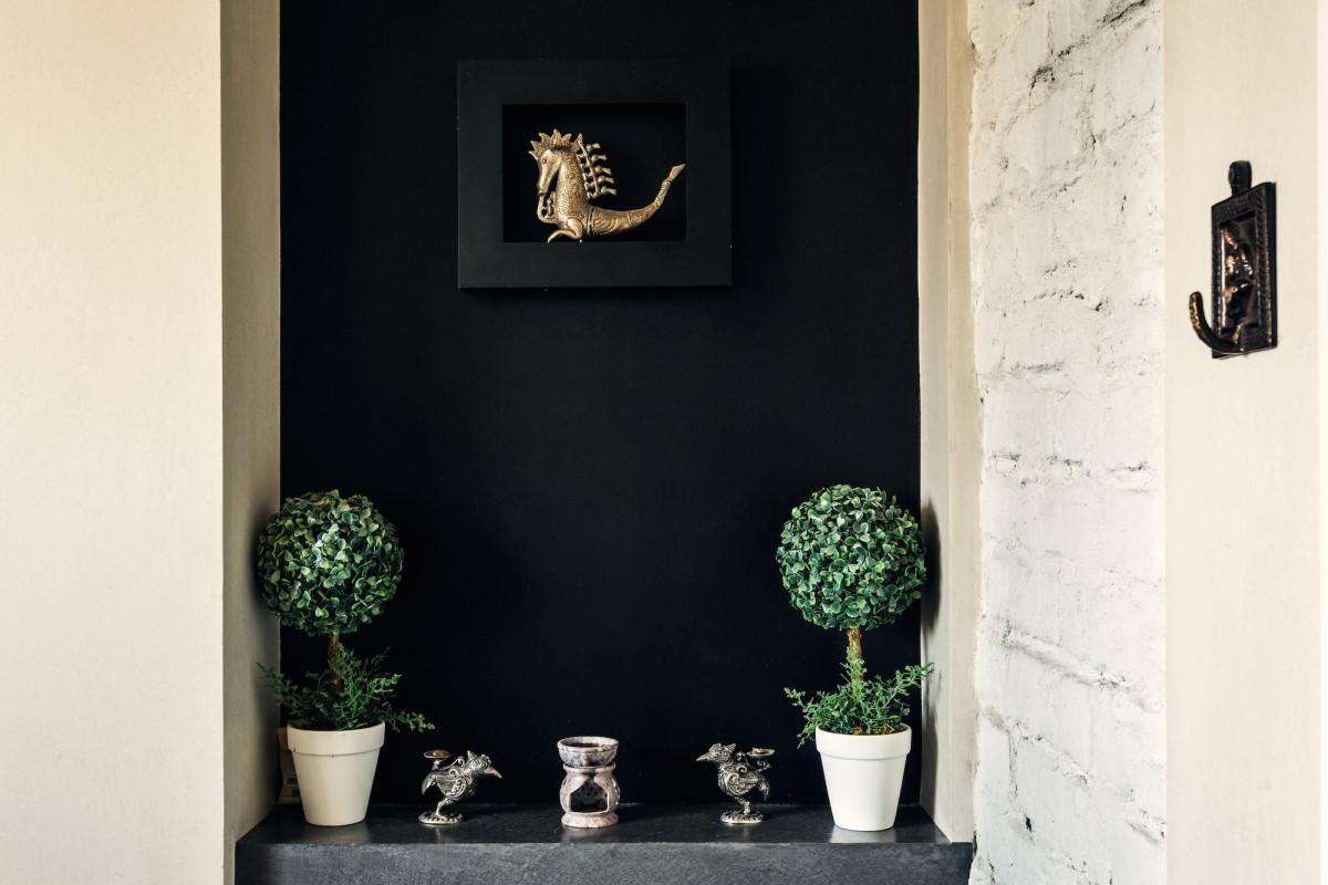 Декор в цветах: черный, серый, бежевый. Декор в стилях: этника.