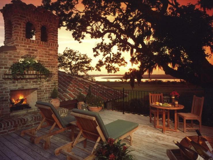Балкон, веранда, патио в цветах: черный, серый, темно-коричневый, коричневый. Балкон, веранда, патио в стиле минимализм.