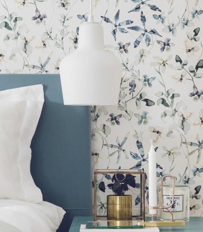 Спальня в цветах: фиолетовый, серый, светло-серый, белый, сиреневый. Спальня в стилях: классика.