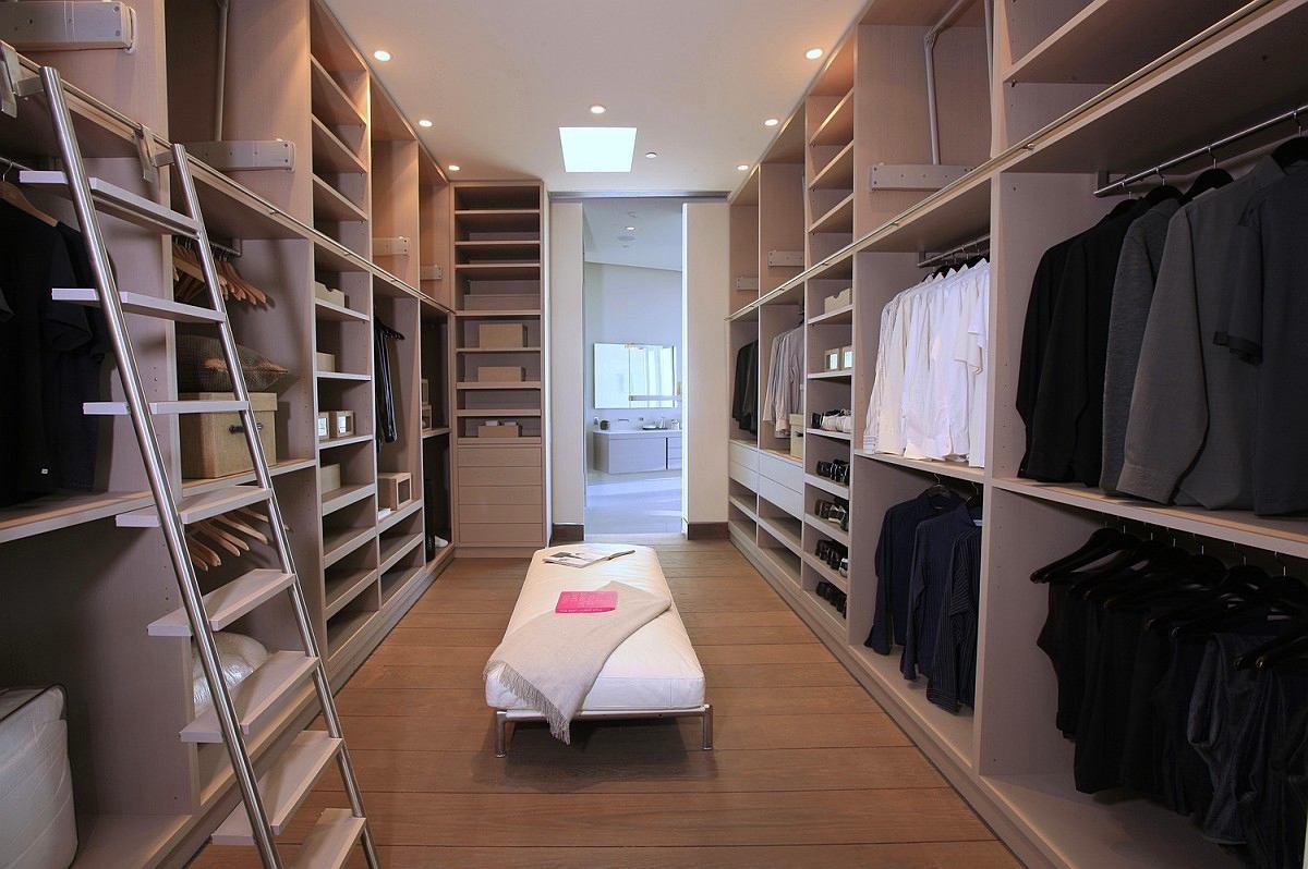 Мебель и предметы интерьера в цветах: черный, серый, светло-серый, коричневый, бежевый. Мебель и предметы интерьера в .