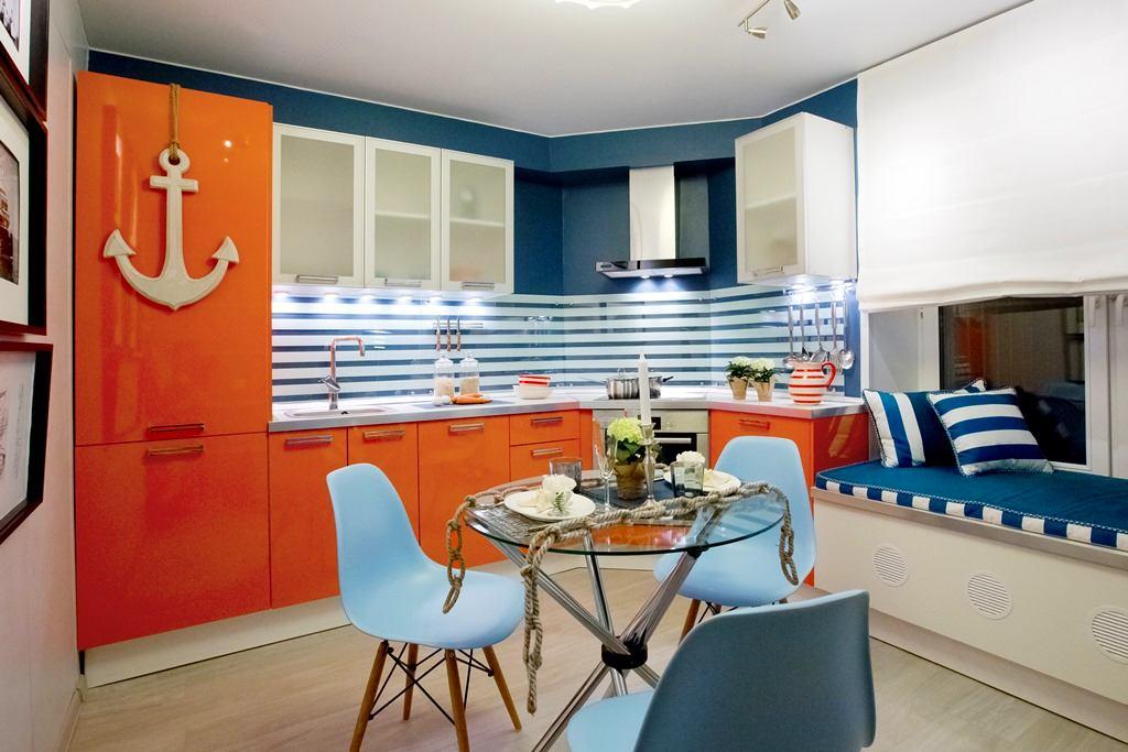 Кухня в цветах: серый, светло-серый, белый, бордовый. Кухня в стиле средиземноморский стиль.