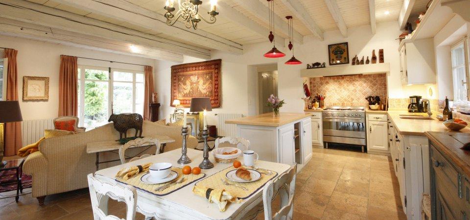 Как оформить кухню в стиле «прованс»: 10 особенностей и мнение профессионала