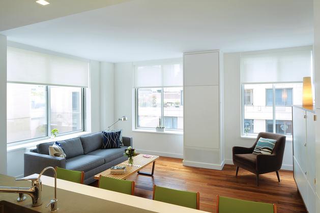 Гостиная, холл в цветах: серый, светло-серый, белый, коричневый, бежевый. Гостиная, холл в стилях: американский стиль, экологический стиль.