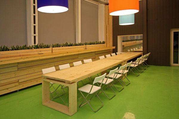Мебель и предметы интерьера в цветах: темно-зеленый, коричневый, бежевый. Мебель и предметы интерьера в стилях: минимализм, хай-тек.