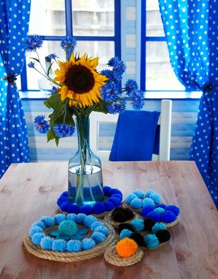 Декор в цветах: голубой, бирюзовый, фиолетовый, светло-серый. Декор в .