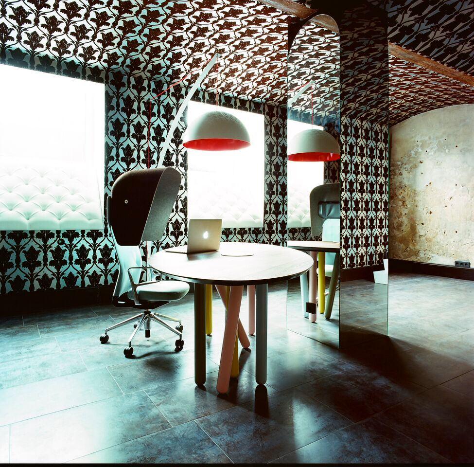 Мебель и предметы интерьера в цветах: бирюзовый, черный, серый, светло-серый. Мебель и предметы интерьера в стиле эклектика.