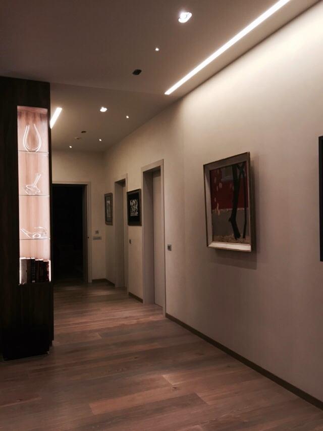 Гостиная, холл в цветах: серый, коричневый, бежевый. Гостиная, холл в стиле модерн и ар-нуво.