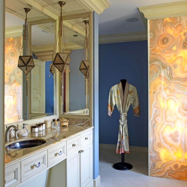 Мебель и предметы интерьера в цветах: желтый, белый. Мебель и предметы интерьера в стиле классика.