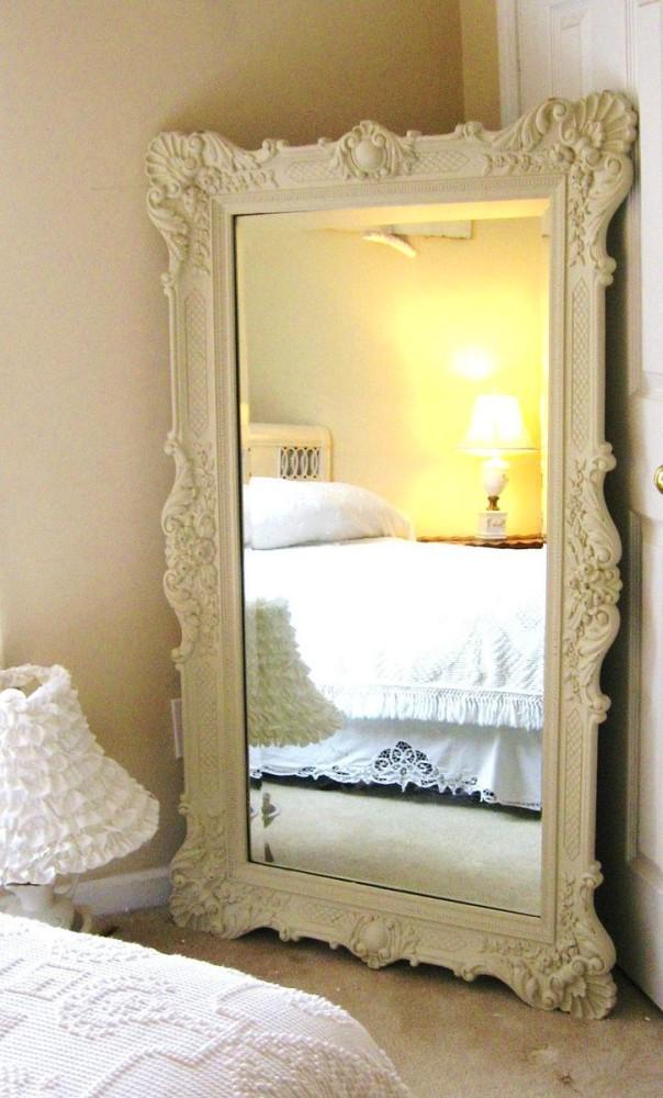 Мебель и предметы интерьера в цветах: светло-серый, белый, бежевый. Мебель и предметы интерьера в стиле классика.