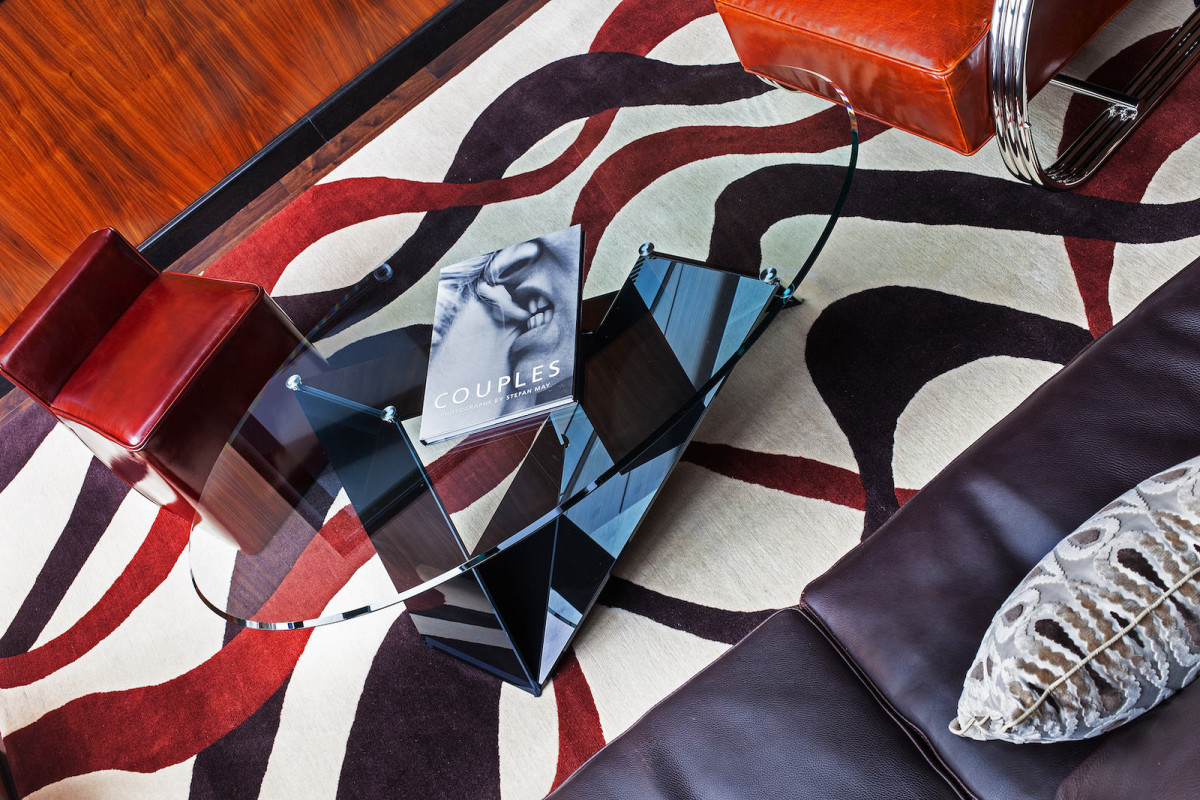 Гостиная, холл в цветах: черный, белый, темно-коричневый, коричневый. Гостиная, холл в стиле арт-деко.