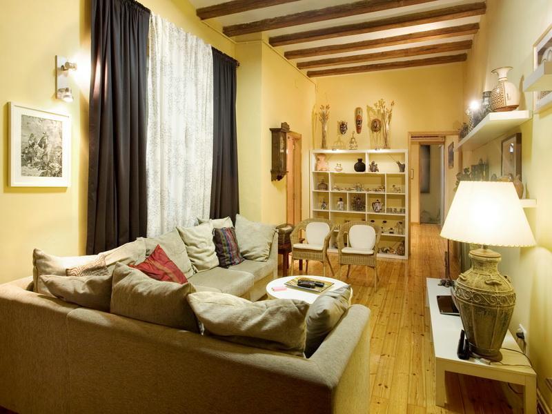 Гостиная, холл в цветах: серый, темно-коричневый, коричневый, бежевый. Гостиная, холл в стилях: кантри, экологический стиль.