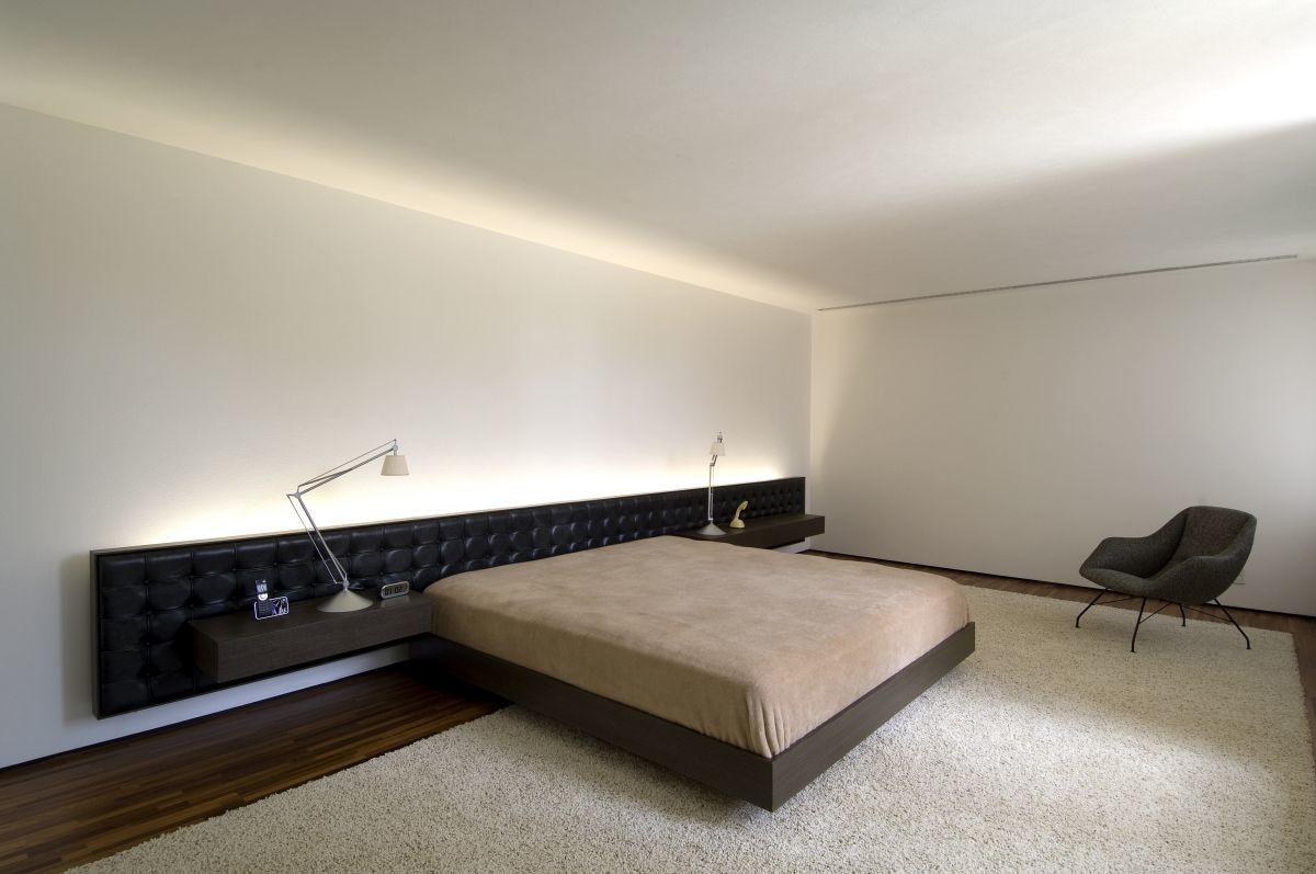 Спальня в цветах: черный, светло-серый, темно-коричневый, коричневый. Спальня в стиле минимализм.
