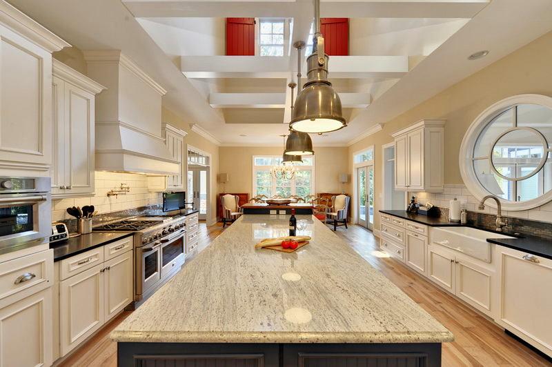 Кухня в цветах: желтый, серый, светло-серый, бежевый. Кухня в стиле классика.