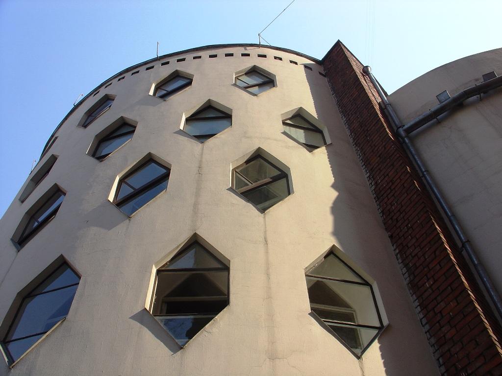 Архитектура в цветах: голубой, черный, серый, светло-серый. Архитектура в стиле неоклассика.