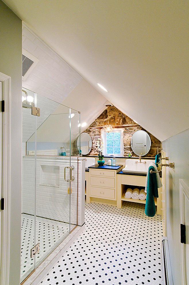 Туалет в цветах: оранжевый, черный, серый, светло-серый, белый. Туалет в стилях: модерн и ар-нуво, минимализм, эклектика.