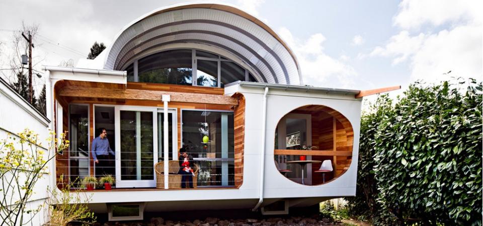 «Космический» дом архитектора: переделка старого здания с легким футуристичным акцентом