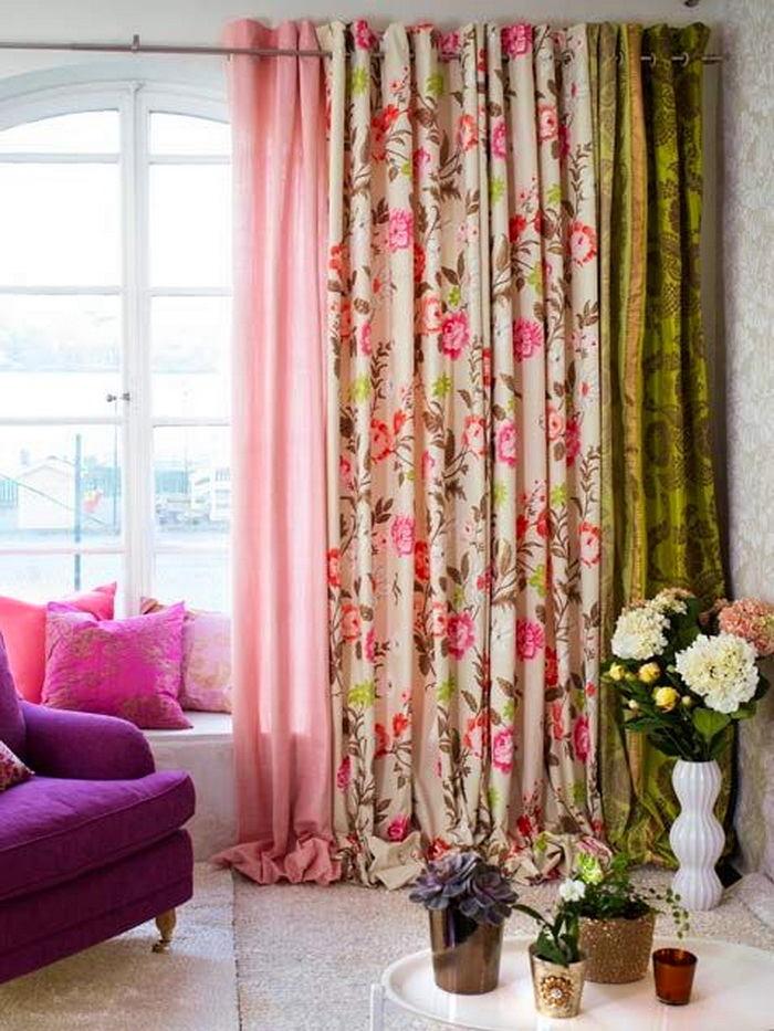 Гостиная, холл в цветах: желтый, розовый, темно-зеленый, коричневый, бежевый. Гостиная, холл в .