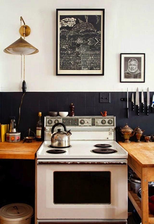 Кухня в цветах: черный, серый, светло-серый, коричневый. Кухня в стилях: кантри, эклектика.