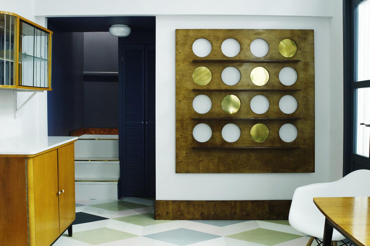 Офис в цветах: светло-серый, белый, коричневый, бежевый. Офис в стиле минимализм.