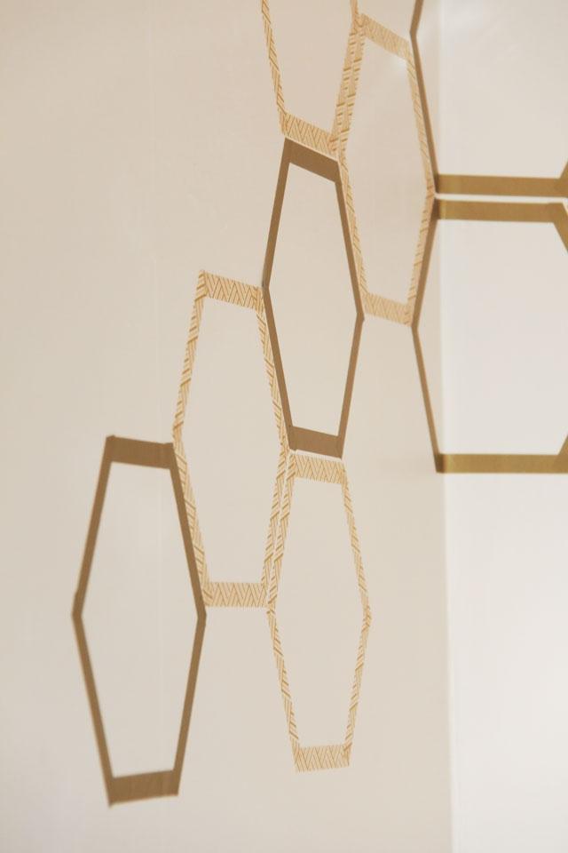 Декор в цветах: светло-серый, коричневый, бежевый. Декор в стиле экологический стиль.
