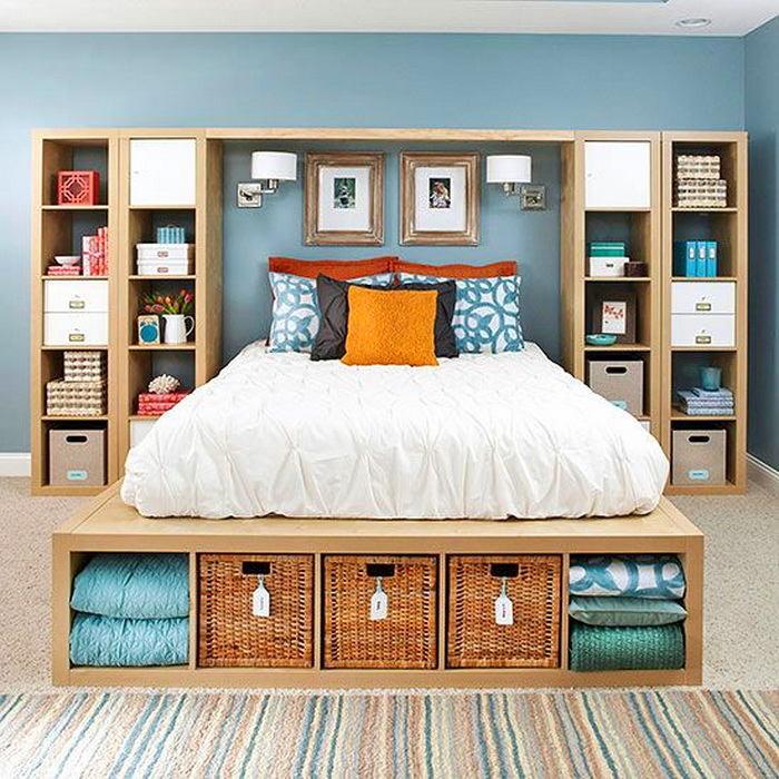 Спальня в цветах: голубой, белый, бежевый. Спальня в .