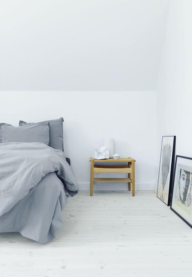 Мебель и предметы интерьера в цветах: черный, серый, светло-серый, бежевый. Мебель и предметы интерьера в стилях: минимализм, скандинавский стиль.