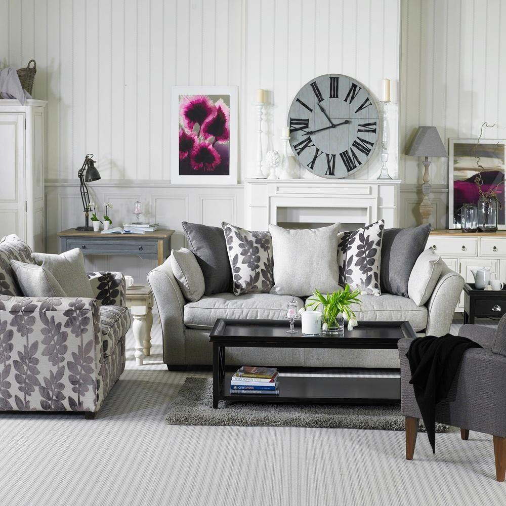 Гостиная, холл в цветах: черный, серый, белый, темно-коричневый. Гостиная, холл в стиле английские стили.