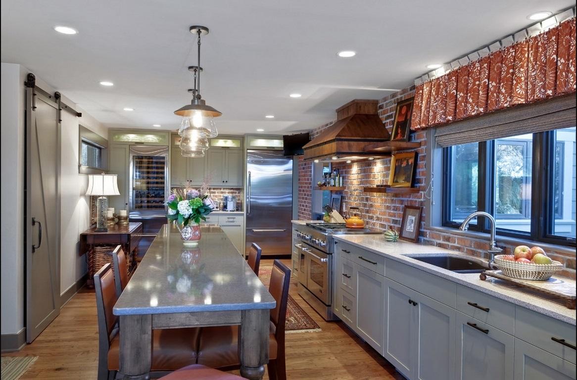 Кухня в цветах: серый, светло-серый, темно-коричневый, коричневый. Кухня в стилях: лофт, кантри.