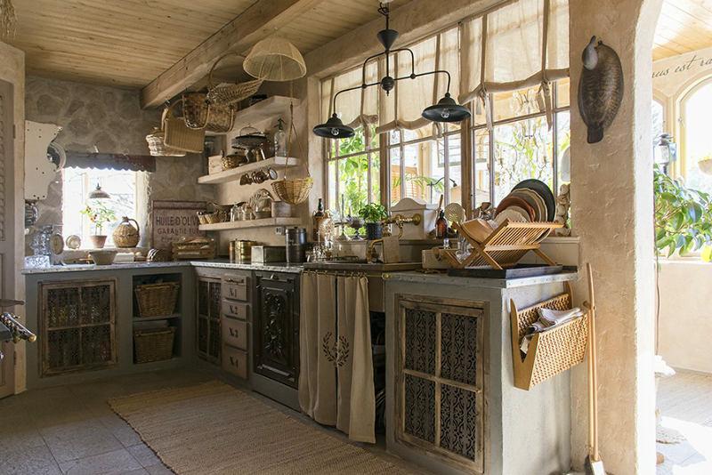 Кухня в цветах: серый, светло-серый, белый, темно-коричневый, коричневый. Кухня в стилях: прованс.