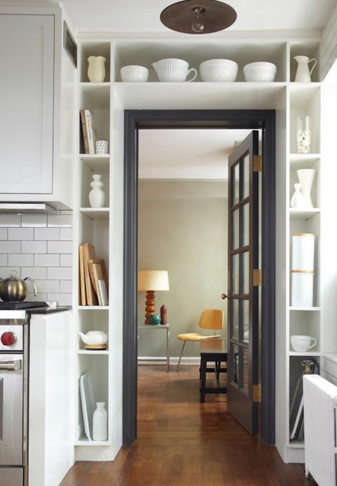Кухня в цветах: серый, светло-серый, белый, коричневый. Кухня в стиле скандинавский стиль.