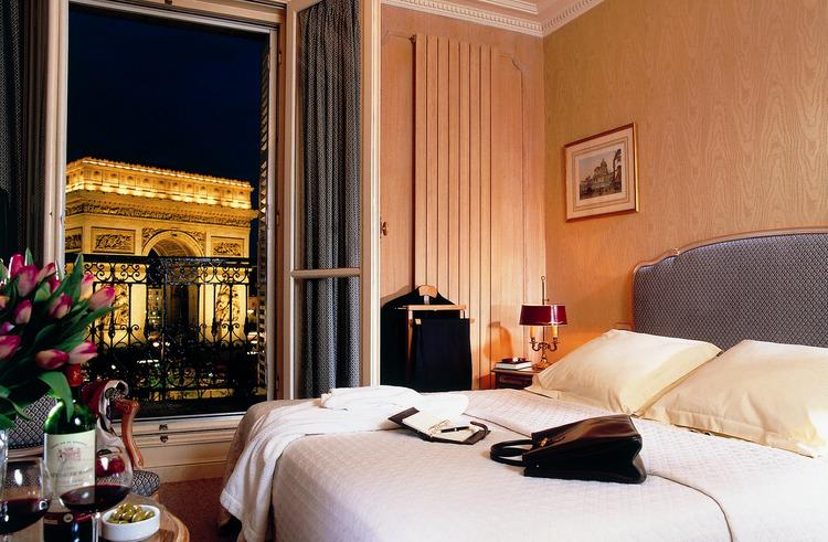 Отель в цветах: желтый, серый, светло-серый, белый, бежевый. Отель в .