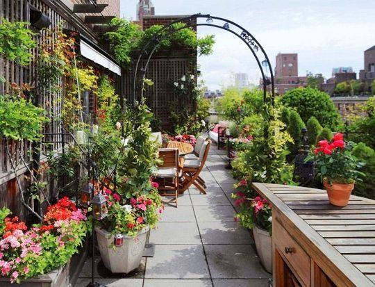 Балкон, веранда, патио в цветах: серый, светло-серый, темно-зеленый, салатовый, темно-коричневый. Балкон, веранда, патио в .
