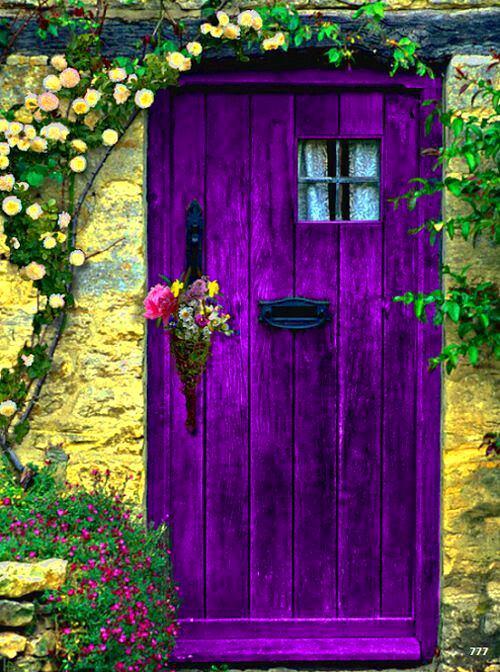 Архитектура в цветах: фиолетовый, темно-зеленый, салатовый, сиреневый, темно-коричневый. Архитектура в .