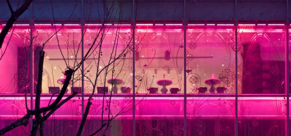 10 впечатляющих современных зданий в розовом цвете
