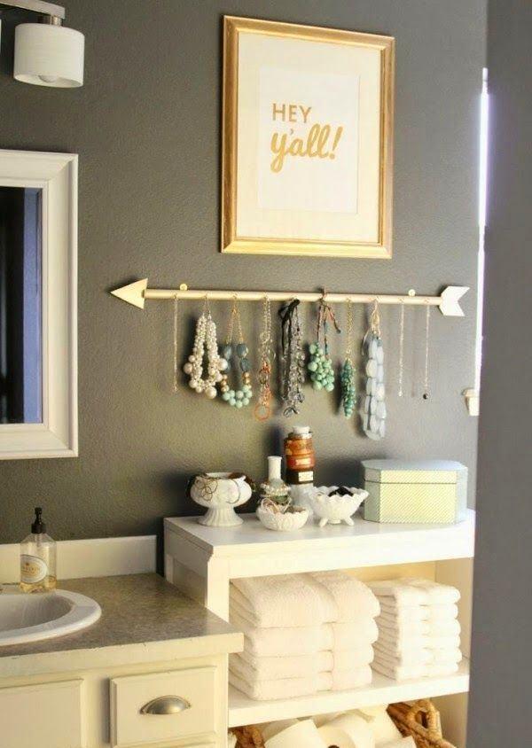 Декор в цветах: серый, светло-серый, бежевый. Декор в стиле эклектика.