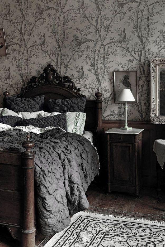Спальня в  цветах:   Светло-серый, Серый, Темно-коричневый, Черный.  Спальня в  стиле:   Классика.
